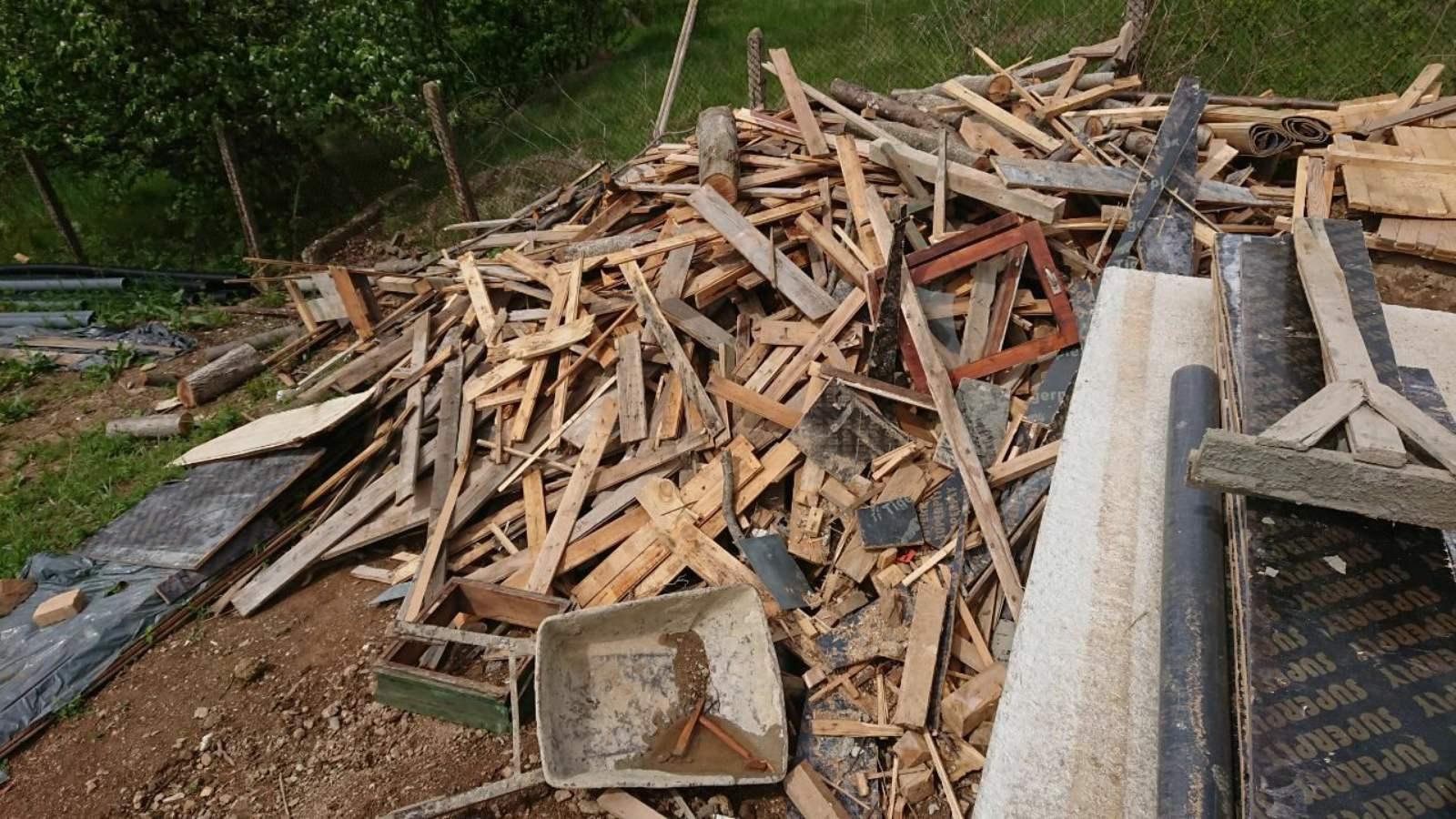 дървени отпадъци